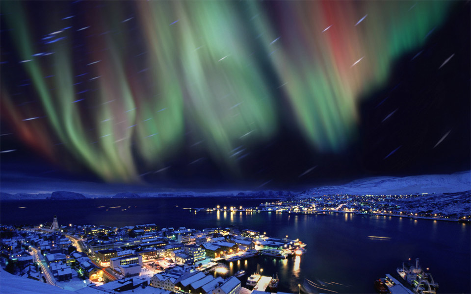 16aurora-borealis-in-the-skies-over-hammerfest-norway