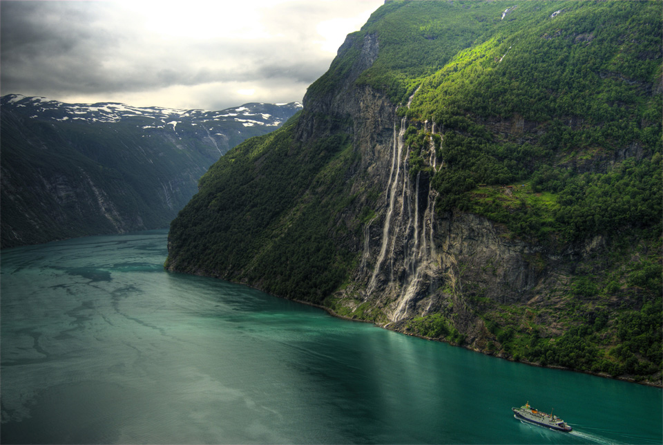 18seven-sisters-waterfall-norway