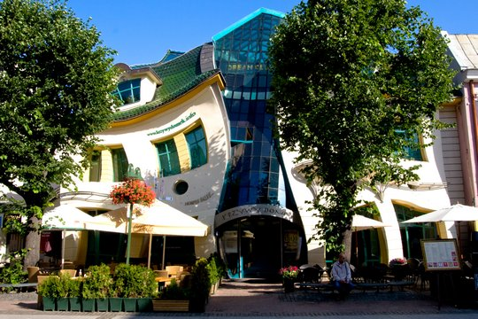 Горбатый дом (The Crooked House)