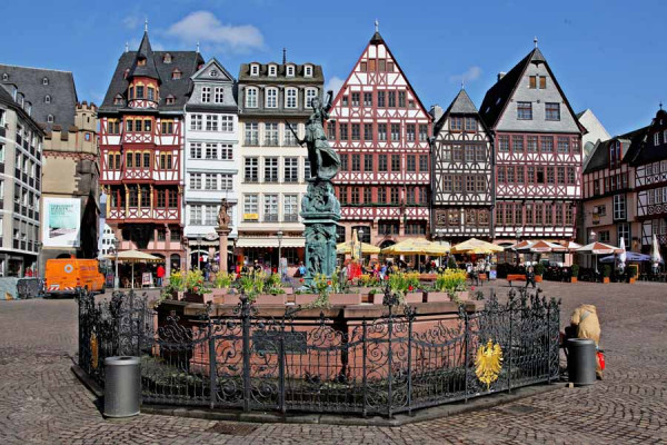 frankfurt_fountain_justice