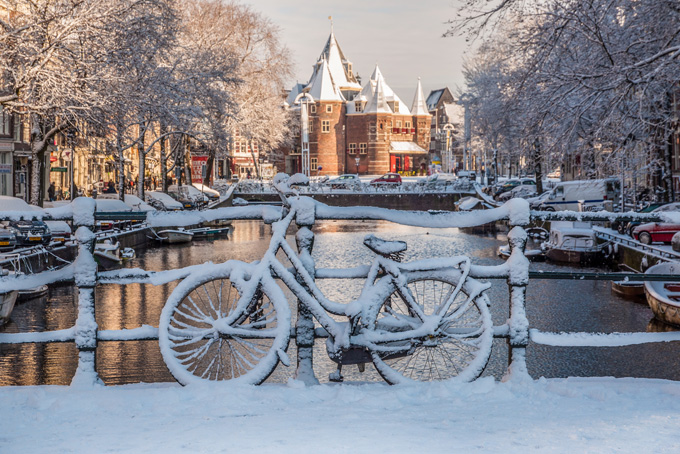 680-bicycles-under-the-snow-amsterdam-channels