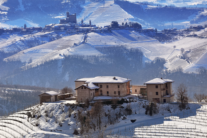 680-vineyards-covered-with-snow-in-piedmont-northern-italy