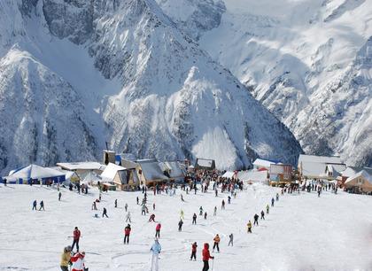 Активный зимний отдых в горах Домбая. Отель Адиюх-Пэлас. Хабез, Карачаево-Черкесия.