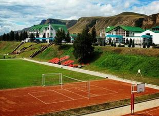 Корты +для большого тенниса. Отель Адиюх-Пэлас. Хабез, Карачаево-Черкесия.