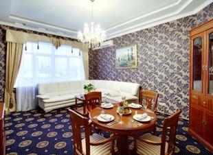 Зал для банкетов в горах. Отель Адиюх-Пэлас. Хабез, Карачаево-Черкесия.
