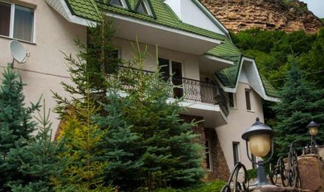 Лучшее место для отдыха в горах в домике у озера. Отель Адиюх-Пэлас.