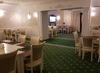 Летняя веранда. Ресторан Минара. Отель Адиюх-Пэлас. Хабез, Карачаево-Черкесия.