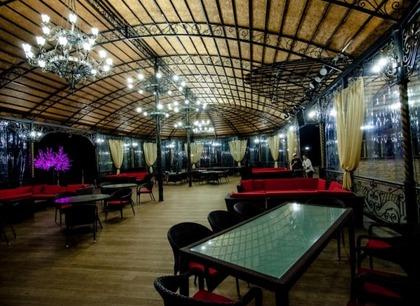 Праздничный банкет в горах. Ресторан Минара. Отель Адиюх-Пэлас. Хабез, Карачаево-Черкесия.